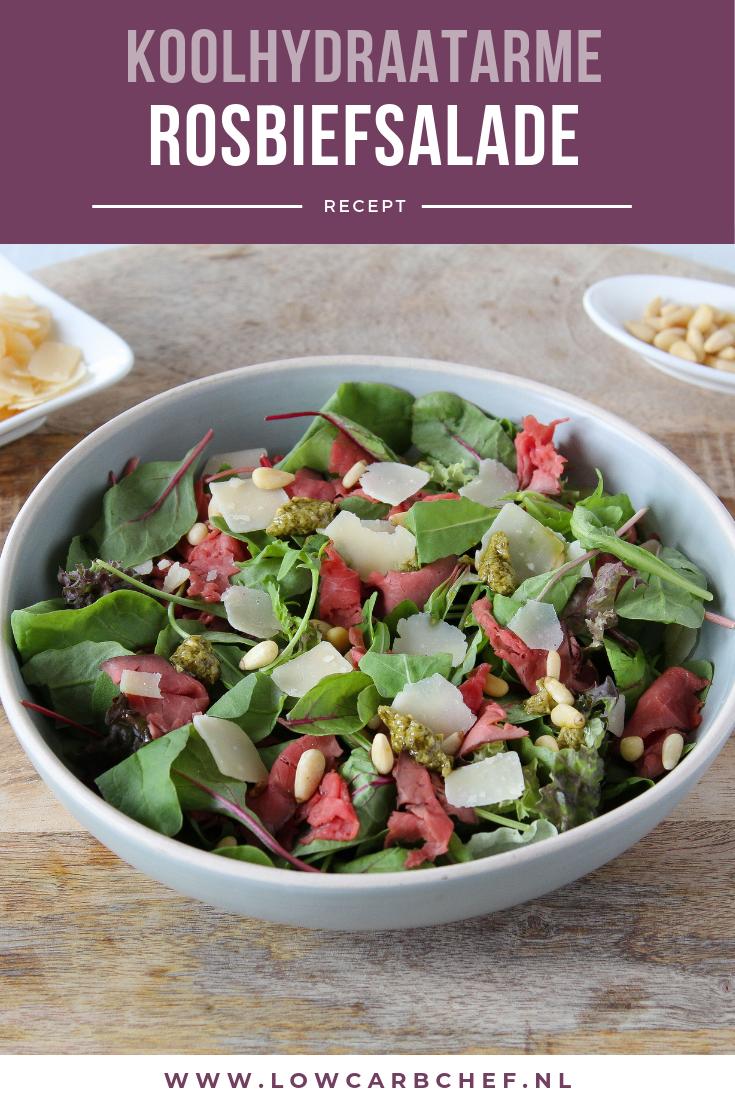 Deze rosbiefsalade met pestodressing en Parmezaanse kaas is fris, gezond en super smaakvol. Deze salade is lekker om te eten als lunch of diner. #koolhydraatarm #lunch #recepten #gezondeten