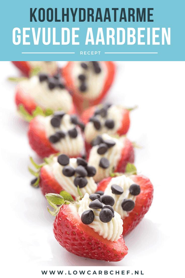 Deze aardbeien gevuld met cheesecake-vulling zijn heerlijk om te eten als licht dessert tijdens het kerstdiner of de kerstbrunch. Lekker en koolhydraatarm. #koolhydraatarm #dessert #aardbeien