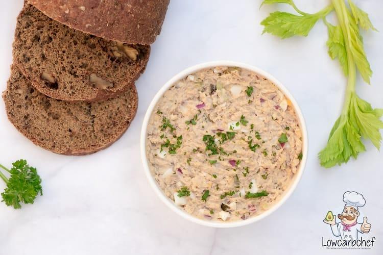 Tonijnsalade met walnootbrood