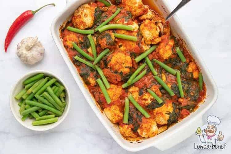 Ovenschotel met kip, groente en currysaus.