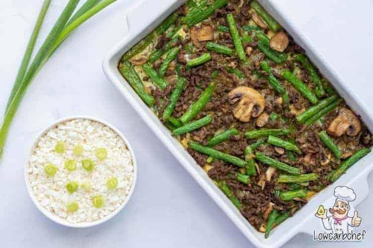 Bobotie met sperziebonen en rijst.