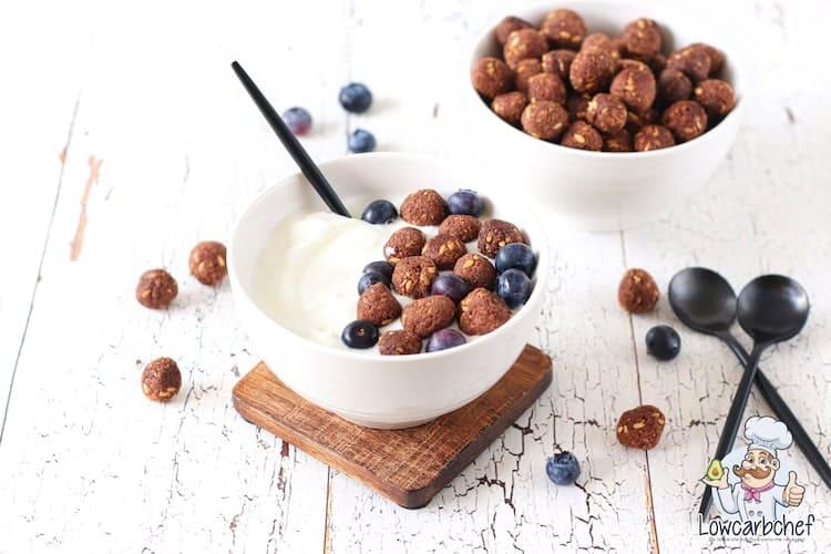 Ontbijtgranen met yoghurt.